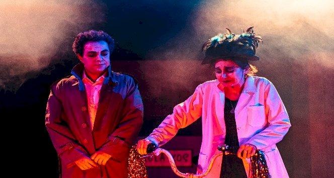 Dünya Tiyatrolar Günü'nde 'Kunduracı Doktor' online sahnelendi