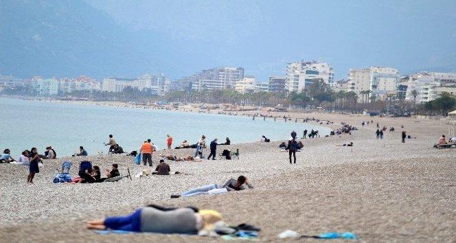 Kırmızı renge dönen Antalya'da yeni korona virüs tedbirleri güncellendi